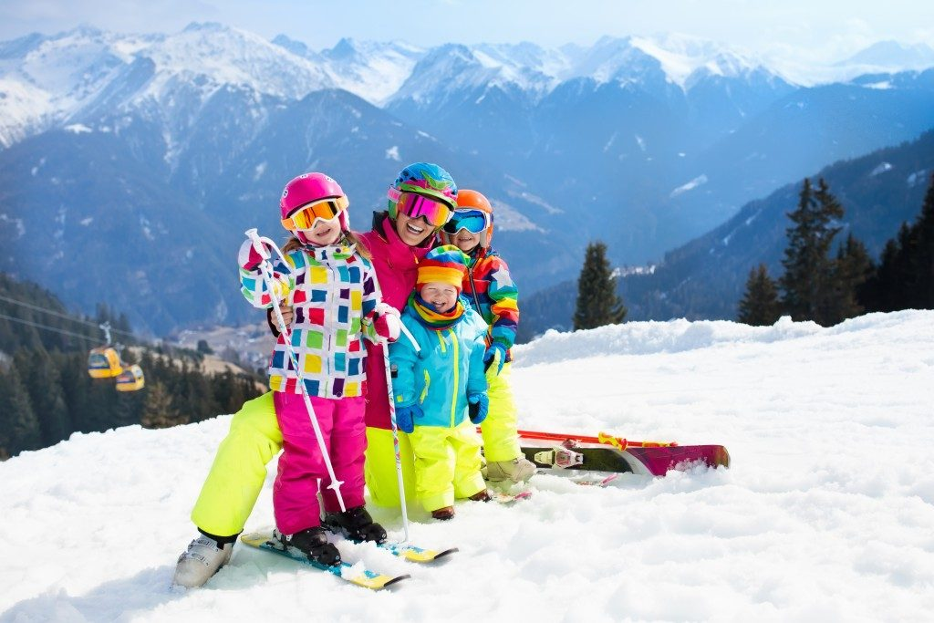 Family on a skiing trip