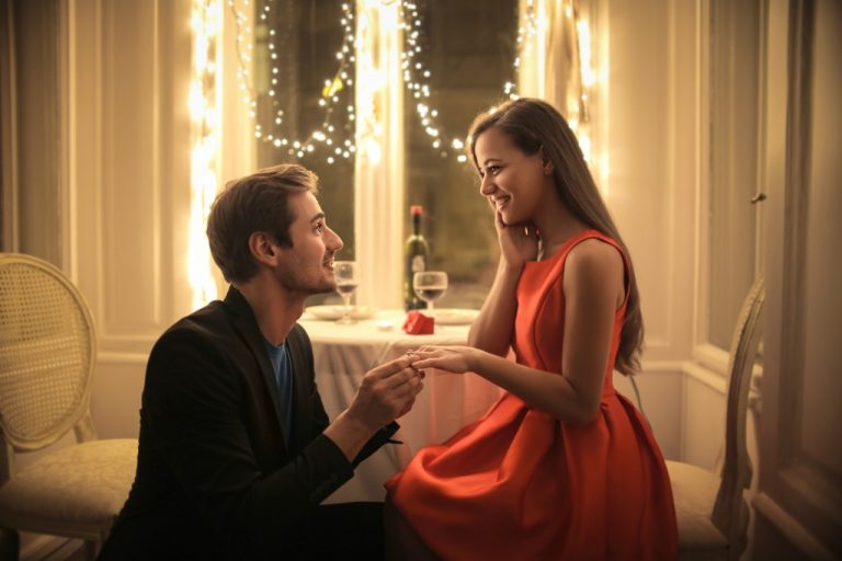 Man proposing in a restaurant