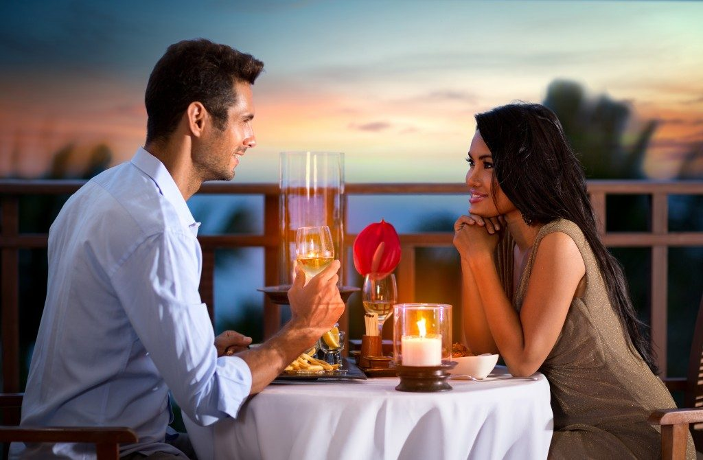 couple on a romantic dinner