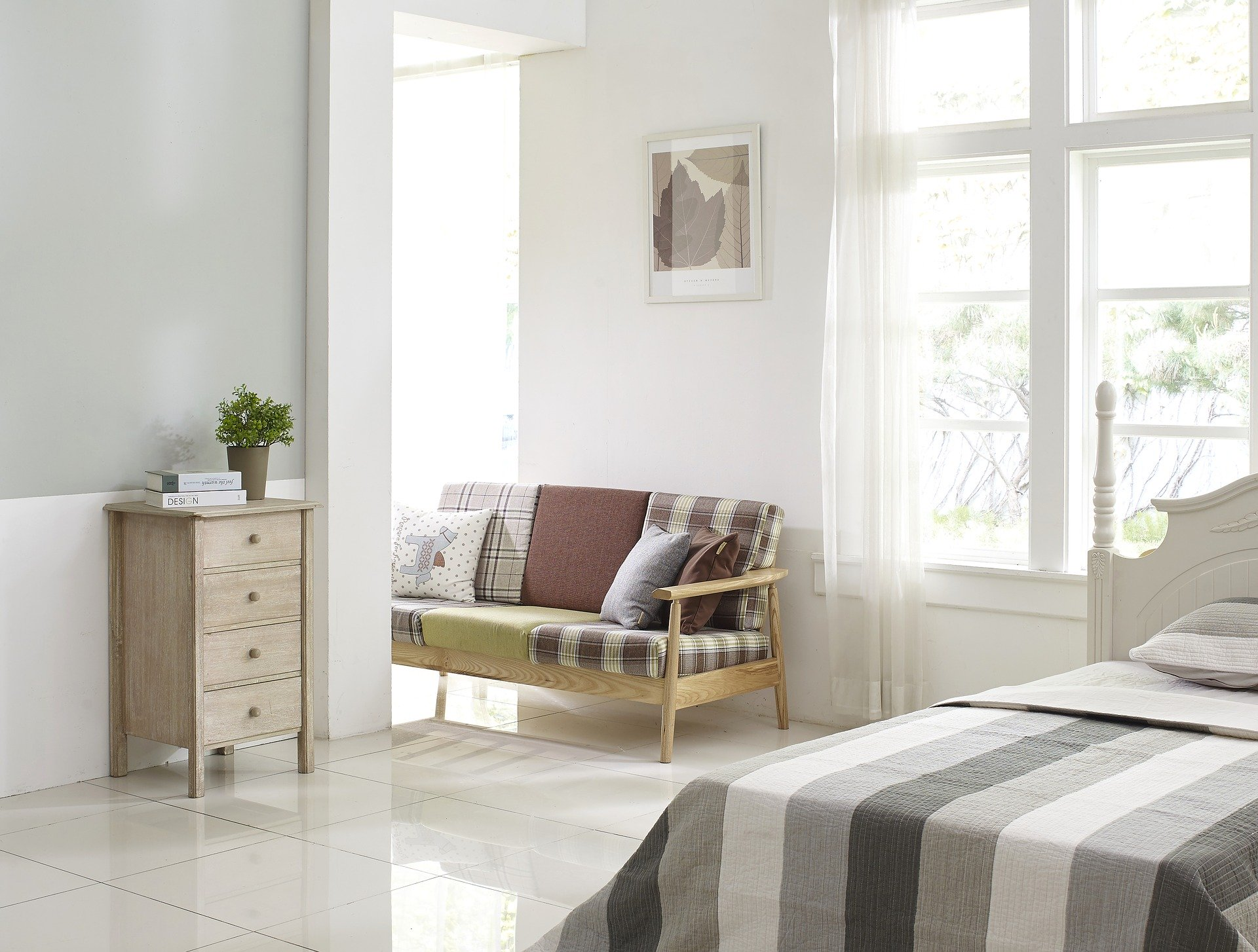 bedroom-with-a-bench