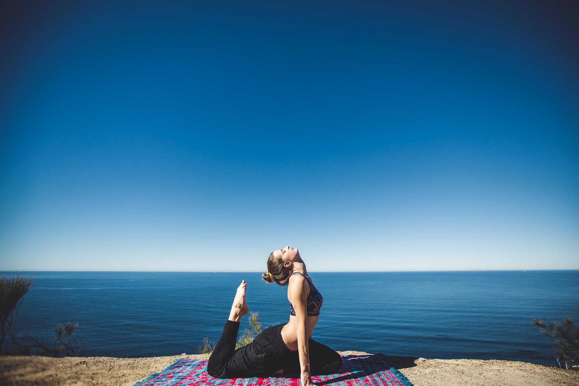 yoga-by-the-coastline