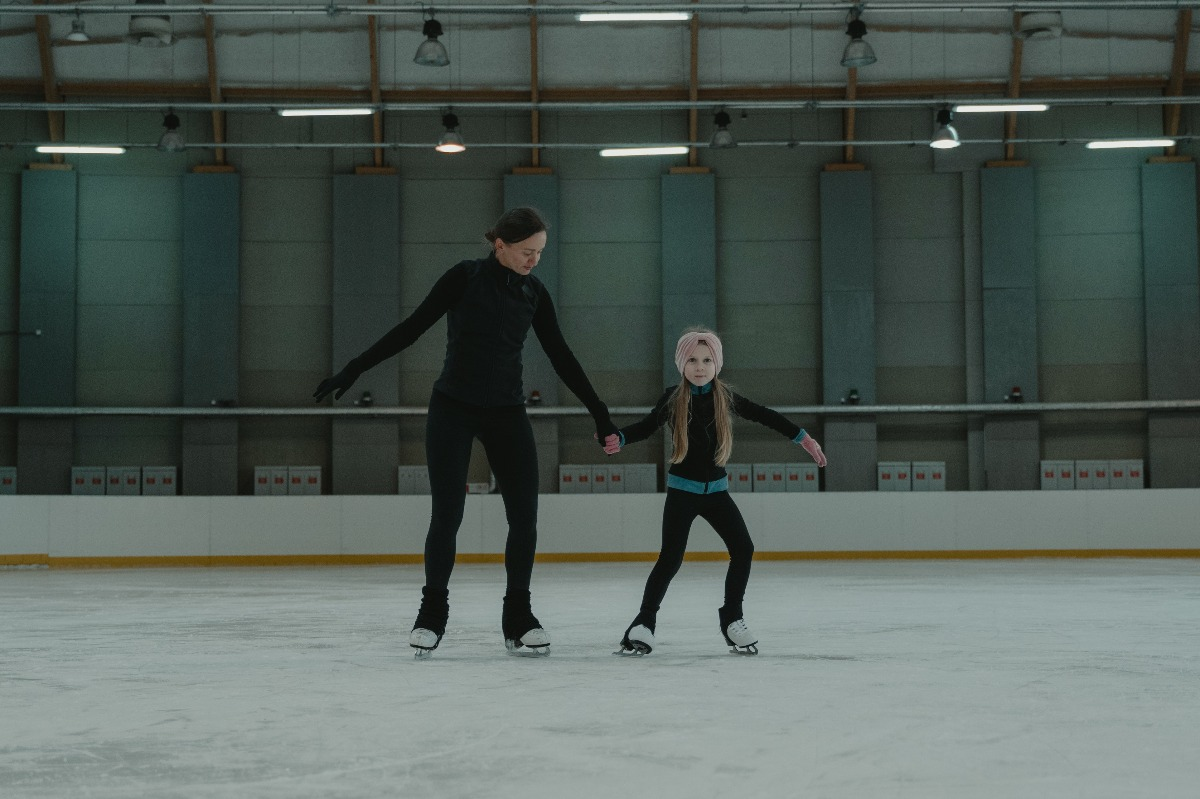 mother daughter ice skating